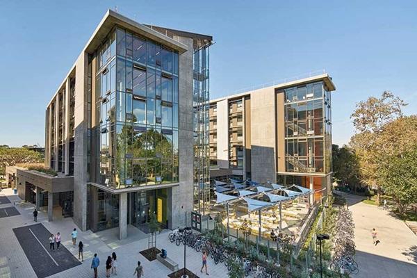 UC Irvine 캠퍼스 전경