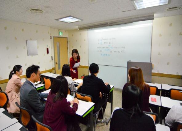 중국어 수업 모습입니다.